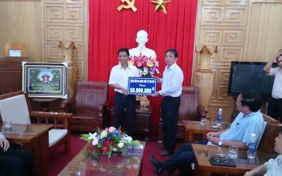 Bệnh viện Thu Cúc ủng hộ 50 triệu đồng xây dựng đường giao thông nông thôn cho huyện Tây Giang