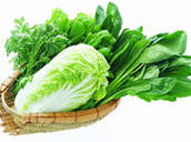 Rau xanh chứa nhiều chất xơ và vitamin tự nhiên tốt cho hệ tim mạch.