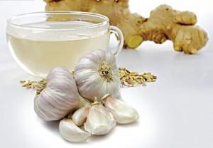 Gừng, tỏi có khả năng kháng viêm, giảm đau giúp giảm nhanh triệu chứng nhức răng...