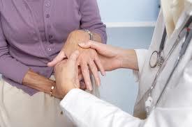 Khám sức khỏe định kì để tầm soát, phát hiện sớm và điều trị bệnh kịp thời giúp giảm thiểu biến chứng, bảo vệ sức khỏe.