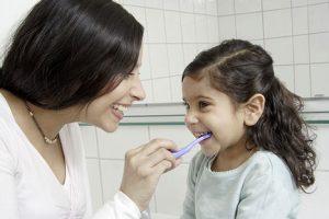 Tạo cho trẻ thói quen vệ sinh răng miện thường xuyên, đúng cách là biện pháp tốt nhất để bảo vệ sức khỏe răng miệng của bé