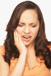 Sâu răng là bệnh răng miệng phổ biến và gây khó chịu, ảnh hưởng không nhỏ tới chất lượng cuộc sống của ngườibệnh.