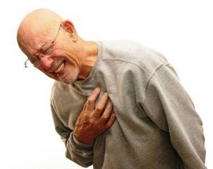 Những cơn đau ngực thường xuyên là dấu hiệu cảnh báo sức khỏe của trái tim mà chúng ta cần chú ý.