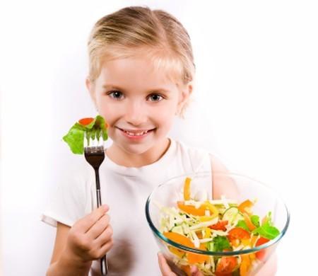 Chế độ ăn uống chưa hợp lí là một trong những nguyên nhân hàng đầu gây rối loạn tiêu hóa ở trẻ nhỏ.