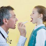 Chữa viêm họng ở trẻ nhỏ