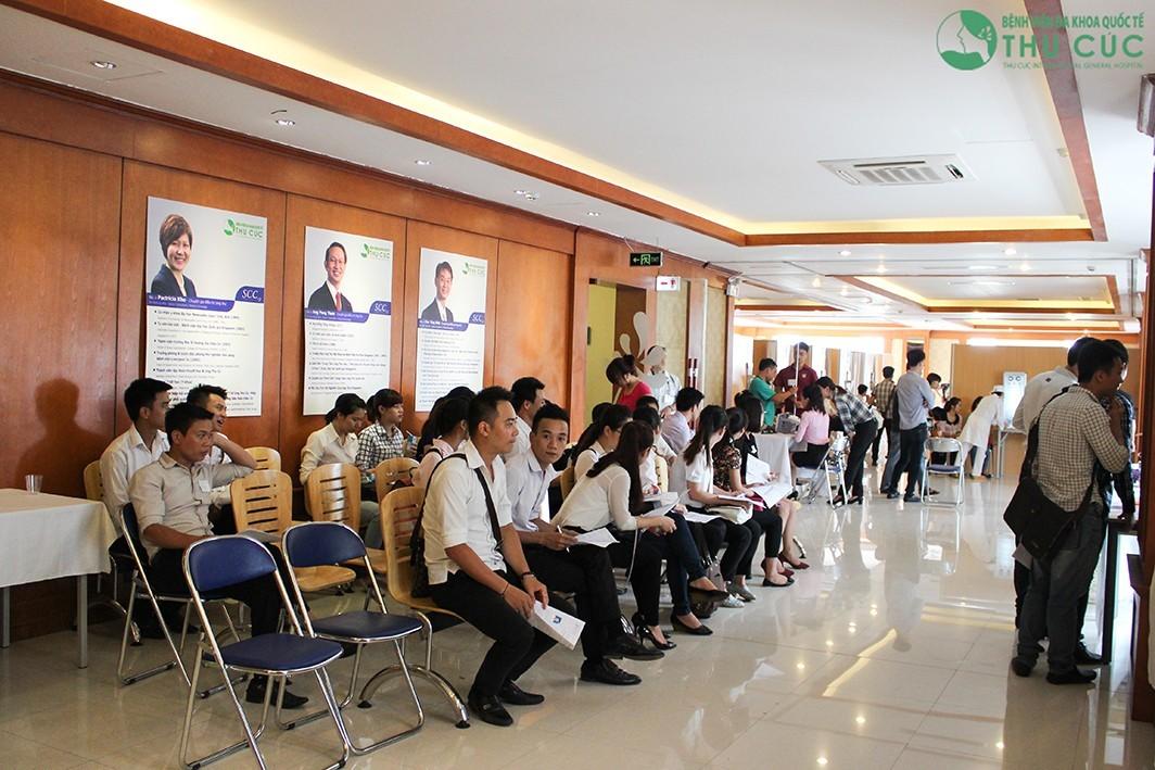 Nhân viên khách sạn Lotte khám sức khỏe tại bệnh viện Thu Cúc