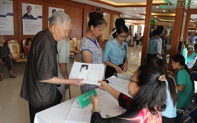 Hơn 200 cán bộ lão thành cách mạng, người có công được khám bệnh, cấp thuốc miễn phí tại Bệnh viện ĐKQT Thu Cúc