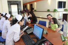 Nên đưa trẻ tới cơ sở y tế để được các bác sỹ chuyên khoa thăm khám và điều trị kịp thời nhất.