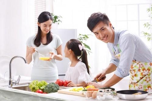 Khám sức khỏe định kỳ giúp chúng ta có những hiểu biết cơ bản về sức khỏe để biết cách phòng trị bệnh, có chế độ dinh dưỡng hợp lí bảo vệ sức khỏe bản thân và gia đình.