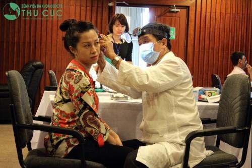 Nên đi khám bác sỹ chuyên khoa tai mũi họng để được chẩn đoán và điều trị tốt nhất.