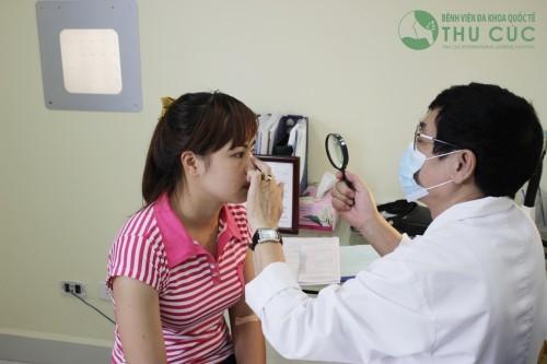 Tại đây, người bệnh sẽ được các bác sỹ, chuyên gia y tế hàng đầu trực tiếp thăm khám, chẩn đoán và tư vấn tận tình về tình trạng sức khỏe và cách điều trị.