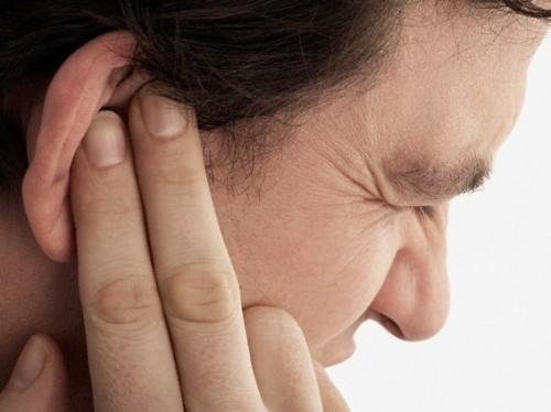Viêm tai giữa gây cho người bệnh cảm giác ù tai, đau nhức khó chịu, ảnh hưởng tới chất lượng cuộc sống.