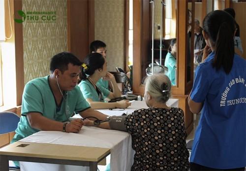 Người cao tuổi nên đi khám sức khỏe định kỳ hoặc khi nghi ngờ có bệnh.
