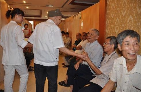 Khám sức khỏe người cao tuổi tại bệnh viện đa khoa quốc tế Thu Cúc.