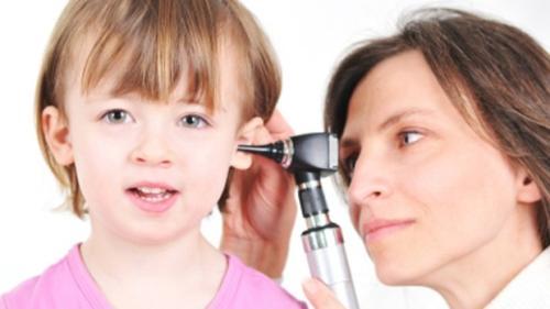 Chữa viêm tai giữa ứ dịch