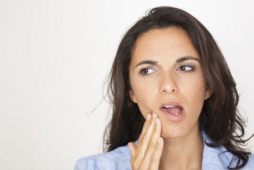 Khi đang cho con bú mà bị đau răng, tuyệt đối chị em không nên dùng thuốc giảm đau mà chưa có chỉ định của bác sĩ