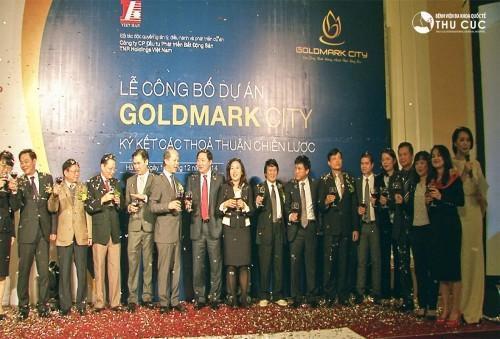 Các đơn vị đầu tư và đối tác cùng chúc mừng cho sự hợp tác tốt đẹp giữa các bên