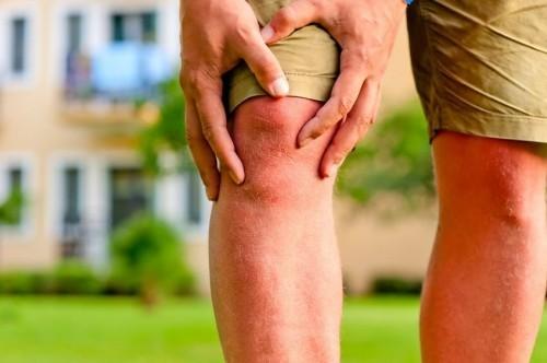Khi bị thoái hóa khớp gối người bệnh sẽ bị giảm chức năng sinh hoạt hằng ngày, gây khó khăn trong vận động, đi lại, ảnh hưởng đến chất lượng cuộc sống.