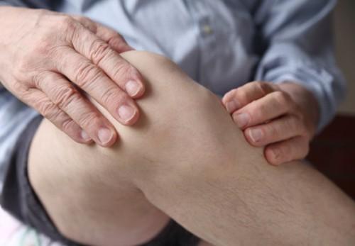 Nếu đi bộ không đúng phương pháp sẽ có nguy cơ gây thoái hóa khớp gối hoặc khiến bệnh nặng thêm