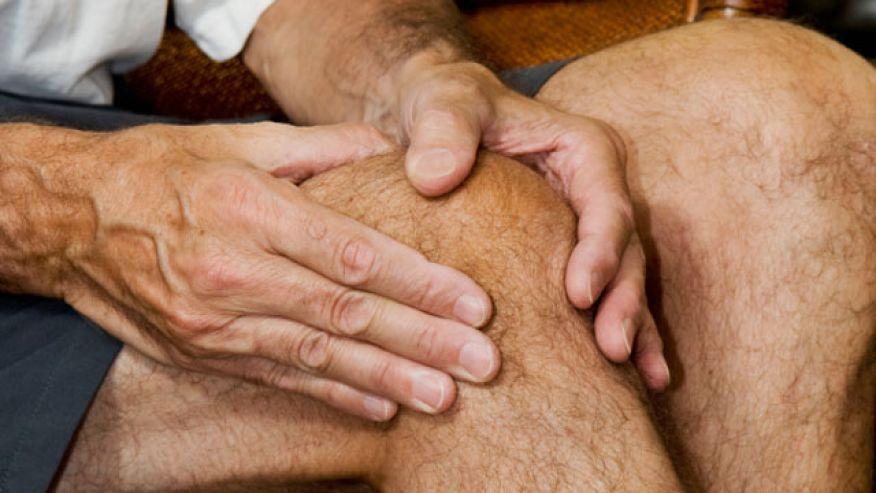 Khi bị viêm khối cấp, người bệnh nên đến chuyên khoa cơ xương khớp để thăm khám, tìm nguyên nhân gây bệnh và điều trị kịp thời.