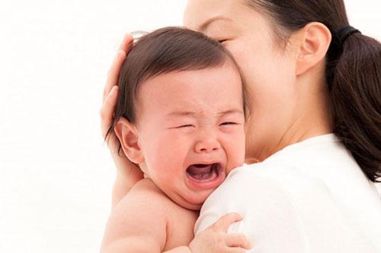 Các bệnh đường tiêu hóa ở trẻ em thường ảnh hưởng trực tiếp đến việc ăn uống, khiến trẻ quấy khóc