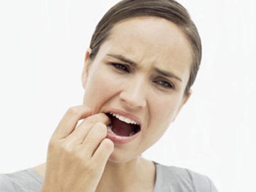 Khi bị sâu răng bạn cần tìm ngay đến với nha sĩ