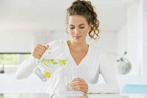 Bổ sung nước là nguyên tắc trong điều trị ngộ độc thực phẩm
