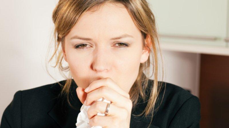 Ho là triệu chứng dễ gặp phải khi bị viêm phế quản cấp