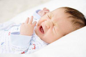 Trẻ nhỏ đặc biệt là những trẻ sinh non rất dễ mắc bệnh viêm phế quản cấp
