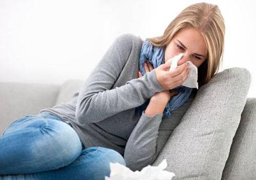 Viêm phế quản cấp tính gây nhiều triệu chứng khó chịu cho người bệnh như ho, nghẹt mũi, khó thở,..