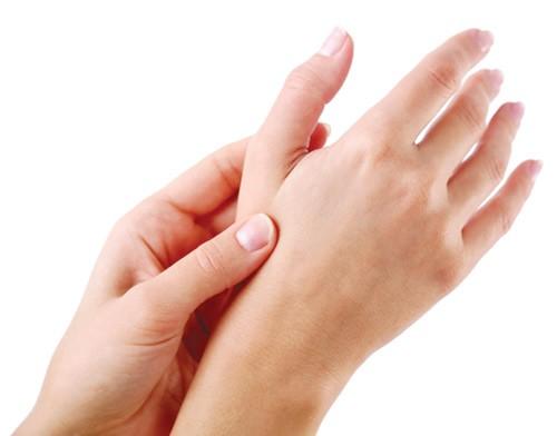 Đau đầu ngón tay cái có thể là triệu chứng của bệnh lý xương khớp
