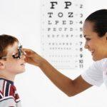 Khám mắt cho trẻ