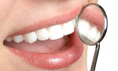 Trám răng thẩm mỹ là cách đơn giản, hiệu quả giúp lấy lại vẻ đẹp thẩm mỹ cho hàm răng.