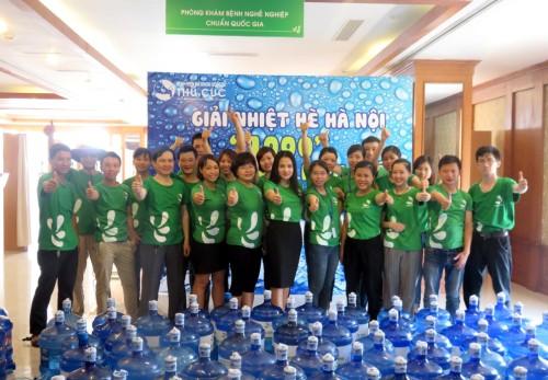 Giảm nhiệt mùa hè Hà Nội - 1000 bình nước miễn phí