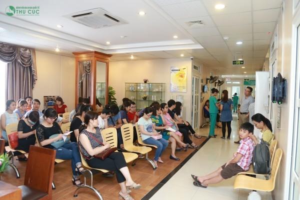 Nhiều người bệnh tin tưởng tìm đến chuyên khoa Sản - Bệnh viện Thu Cúc để thăm khám và hỗ trợ điều trị bệnh (nếu có)