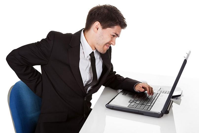 Đau lưng người mệt mỏi là triệu chứng phổ biến gặp ở dân văn phòng