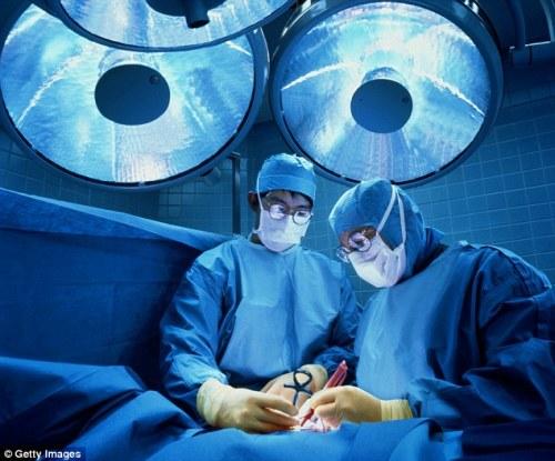 Liệu kháng sinh có thể thay phẫu thuật trong điều trị viêm ruột thừa?