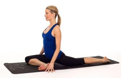 5-dong-tac-yoga-tot-cho-nguoi-dau-lung-khi-ngoi-lau2