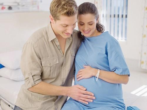 Đau nhói bụng dưới thường gặp ở phụ nữ mang thai.
