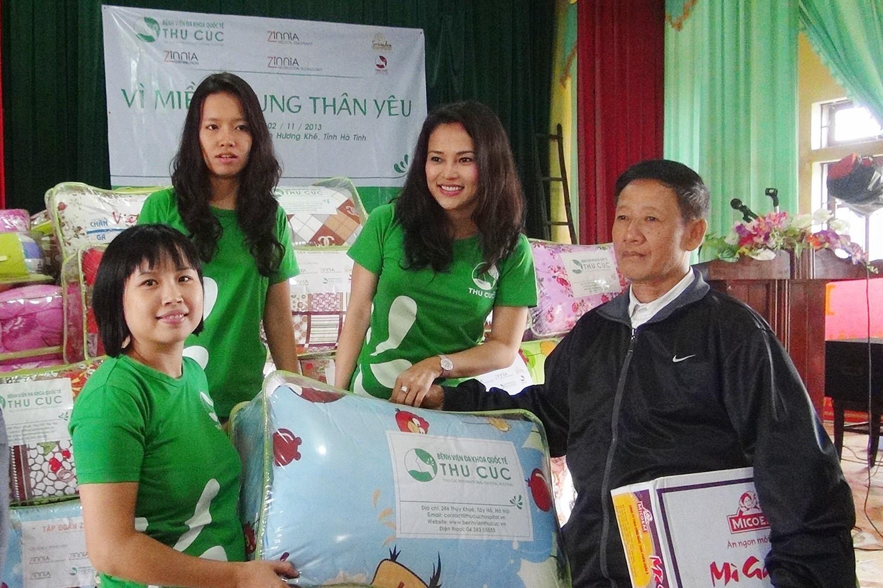 Bệnh viện Thu Cúc hỗ trợ đồng bào miền Trung trong mùa lũ