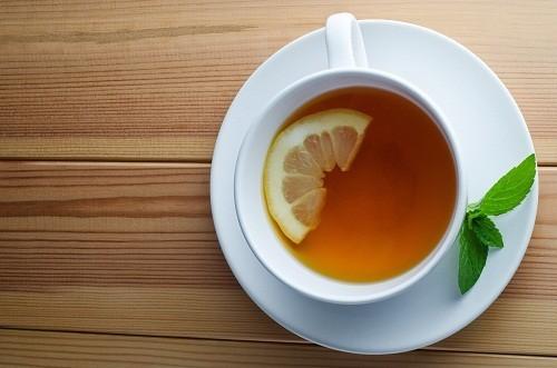 Nước trà khi đi vào dạ dày sẽ gây loãng dịch vị tiết ra trong dạ dày,  gây cản trở hoạt động tiêu hóa.