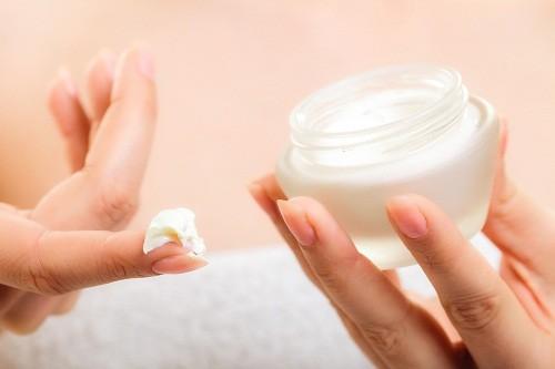 Người bị ghẻ nước có thể được chỉ định sử dụng các loại thuốc bôi chống ngứa như D.E.P, Gama benzene hydrochoride 1% (Lindana)...