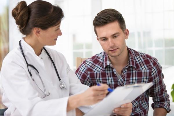 Tuyệt đối không nên chủ quan bỏ qua các triệu chứng nghi ngờ sùi mào gà ở lưỡi, cần nhanh chóng tới ngay bệnh viện để kiểm tra và điều trị kịp thời.