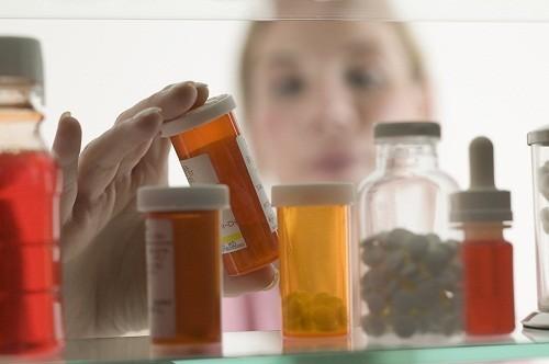 Người bị thoát vị đĩa đệm thường được điều trị bằng thuốc.