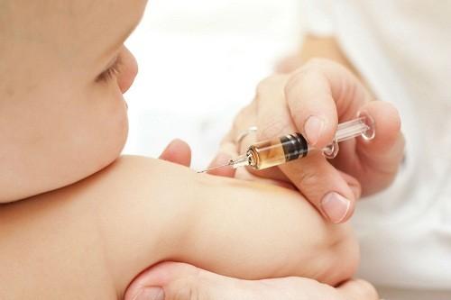 Thuốc uống hoặc tiêm được dùng để điều trị các trường hợp trẻ bị bệnh vẩy nến nặng hoặc không đáp ứng các phương pháp điều trị khác.