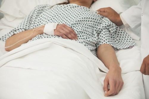 Người bệnh có thể bị lú lẫn và thậm chí là hôn mê (bệnh não gan) do gan không còn khả năng loại bỏ các độc tố ra khỏi máu.