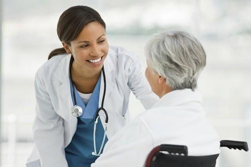 Có nhiều loại thuốc khác nhau được sử dụng trong điều trị đau mắt đỏ do dị ứng.