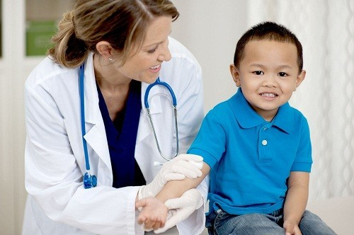 Bước đầu tiên trong quá trình chẩn đoán bệnh lao ở trẻ em giống như ở người lớn - thực hiện phản ứng da với Tuberculin.