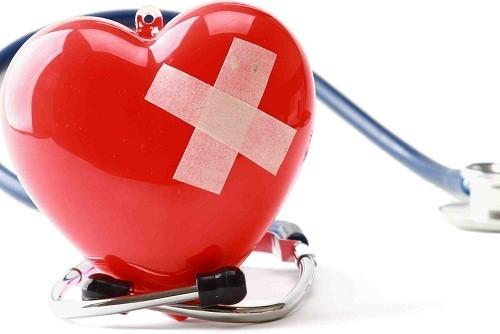 Để chẩn đoán suy tim, đầu tiên bác sĩ sẽ hỏi người bệnh về các triệu chứng và bệnh sử.