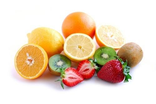 Vitamin C làm cho nước tiểu có tính axit hơn, chống lại vi khuẩn trong đường tiết niệu.